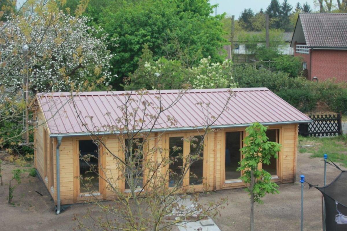 Iso puutarhan Vierasmaja pöytätenniksen pelaamiseen